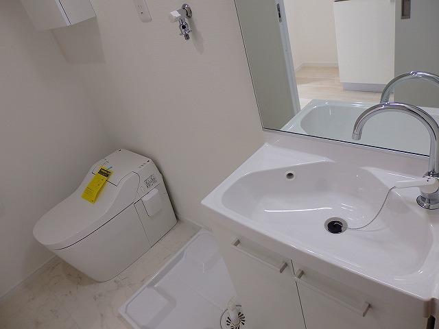 洗面台、トイレです